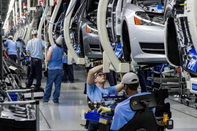La planète économique : les usines ralentissent, les risques grimpent